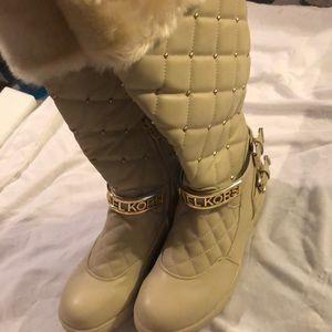 Nwot mk boots 9